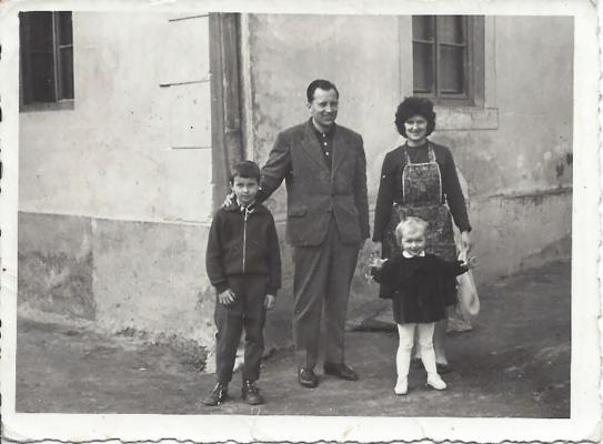 <p>Vlado, Milan, Brigita and Katarina Kreslin in 1962 in front of family house, the part of Sapač Inn, once known as Restaurant Central. The Kociper brothers used to play here since the IWW.</p><p>Foto: Novak</p>