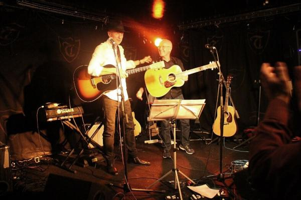 <p>Concert in London's club Troubadour with Allan Taylor.  in the sixties all the big names of folk scene performed there, including Bob Dylan.  <br>Foto: arhiv V. K.</p>