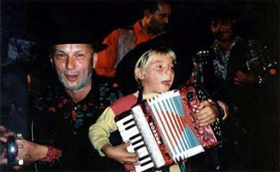 "<p>Shooting videoclip ""Dve kitari"" with gypsies from Beltinci, Vlado with 5 years old gypsy accordeon player, October 1999<br>photo: Sašo Đuričić</p>"