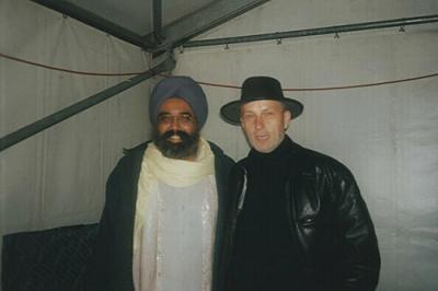 <p>With Dya Singh, australian ethno star, september 2000</p>